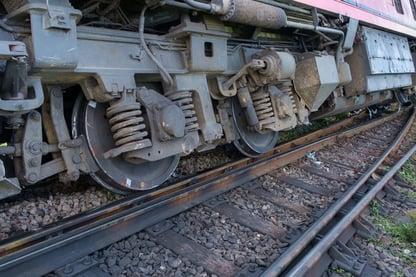 leader-derail.jpg